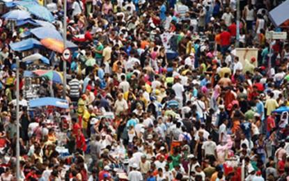 Rua 25 de Março é o maior centro comercial da América Latina