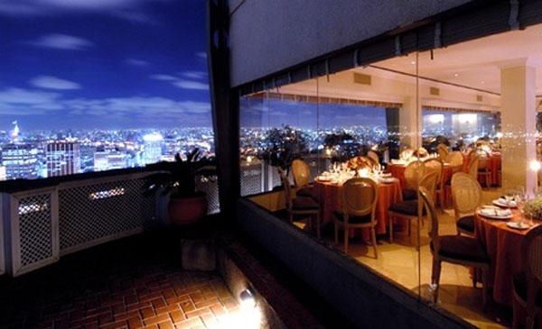 vista noturna do terraço do edifício itália