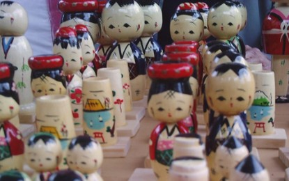 Feira da Liberdade agrega artesãos de diversas nacionalidades