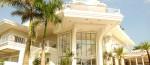 The Falls Hotel tem piscina panorâmica e varanda privativa