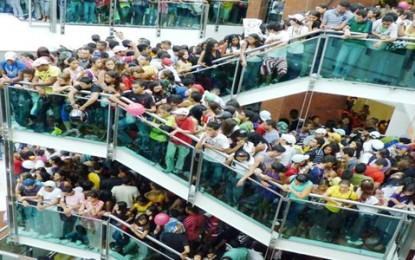 'Rolezinhos' invadem shoppings e causam polêmica