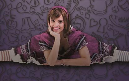 Alice no País das Maravilhas, musical encanta com produção funcional