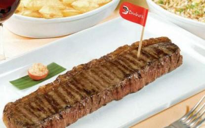 Restaurante Dinho's tem cardápio incluindo carne, frutos do mar e feijoada