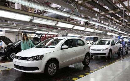 Trabalhadores fazem greve contra as 800 demissões da Volks