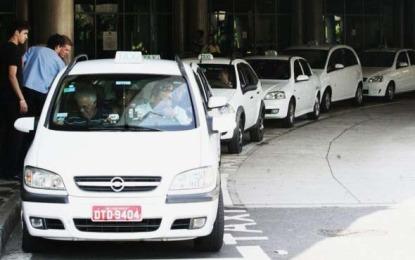 Haddad aprova corridas de táxi com o preço combinado