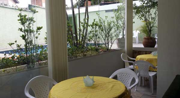 área aberta do café da manhã com piscina no garden morumbi house