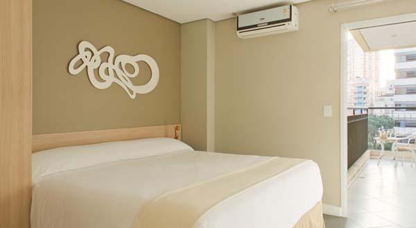 quarto com varanda do higienopolis hotel & suites