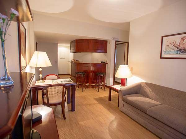 sala de estar do quarto do hotel la residence paulista