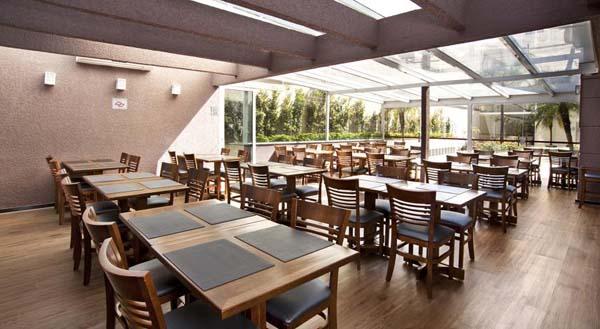 restaurante com área ao ar livre e jardim do higienopolis hotel & suites