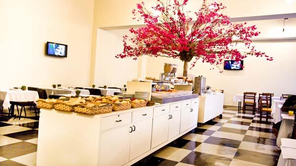 buffet de café da manha no hotel nobilis