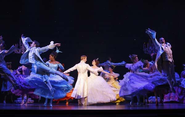 baile com príncipe em musical da cinderella que vem a são paulo