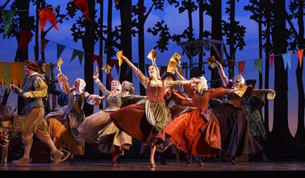 mulheres dançando em musical da cinderella na broadway reeditado em são paulo