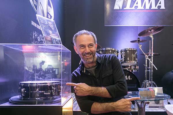 baterista do paralamas do sucesso joão barone na expomusic