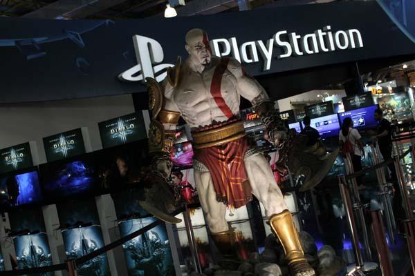 estátua de kratos na brasil game show