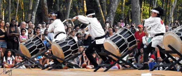 tambores taiko na festa das cerejeiras no parque do carmo