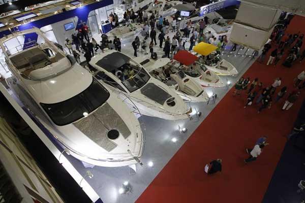 barcos em exposição no sao paulo boat show