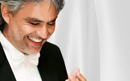 Tenor italiano Andrea Bocelli traz clássicos do cinema em seu show