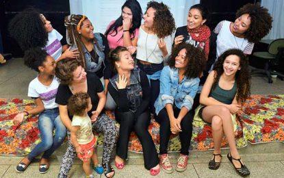Plano de menina, ONG capacita garotas para serem agentes de mudança