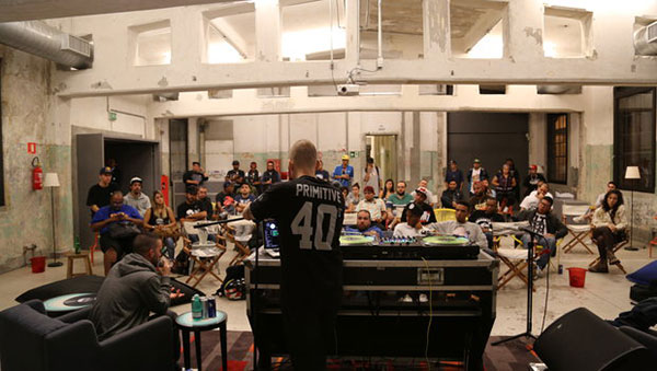 DJ faz workshop em oficina do red bull station
