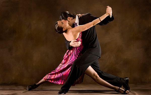 Bailarinos da Cia Tango A Tierra durante apresentação