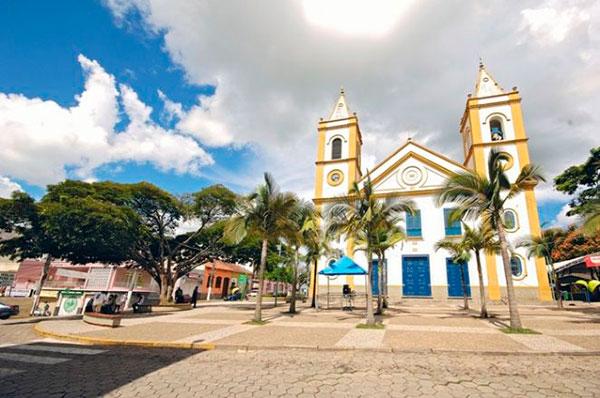 praça da matriz onde é realizado o Festival Acordes na Serra em Cunha SP
