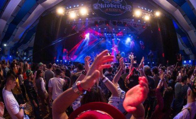 A São Paulo Oktoberfest está agenda oficial de feriados da cidade