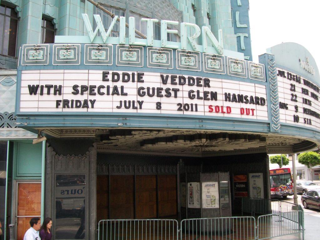 O cantor Eddie Vedder, do Pearl Jam, confirmou três shows solo em São Paulo, depois do Lollapalooza 2018 e os ingressos estão à venda.
