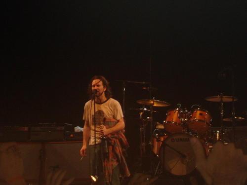 Eddie Vedder faz três shows solo depois do Lolla; ingressos à venda
