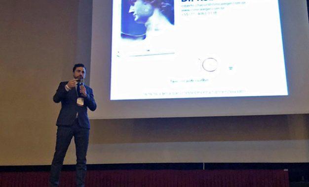 Dr. Roberto Chacur lança livro sobre preenchimento durante congresso