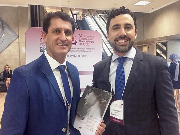 Dr. Leandro Dias Gomes e Dr. Roberto Chacur com o Livro Ciência e Arte do Preenchimento