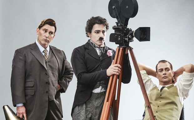 Um dos grandes nomes da história do cinema, Charles Chaplin, terá peça internacional que conta sua trajetória com riqueza de detalhes em São Paulo.