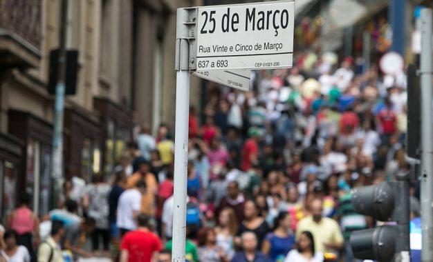 Ponto de compras: Rua 25 de março é ponto turístico de muitas pessoas
