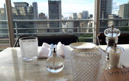 Visite o restaurante francês Esther Rooftop