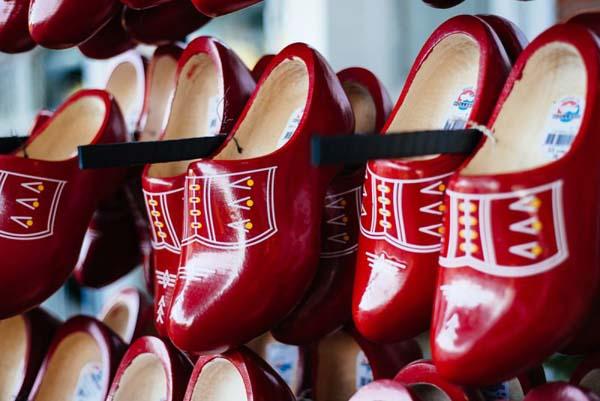 símbolo dos sapatos holandeses na cidade de holambra são paulo