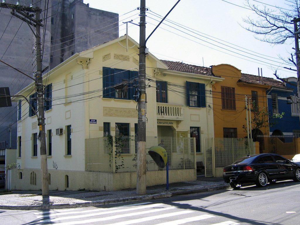 Funcionando como museu, a Casa Mário de Andrade além de residencia do escritor também abrigou encontros de intelectuais paulistas no séculos passado.